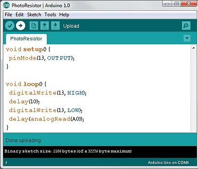 התוכנה שלנו בסביבת הפיתוח של ארדואינו  (צילום: עידו גנדל) (צילום: עידו גנדל)