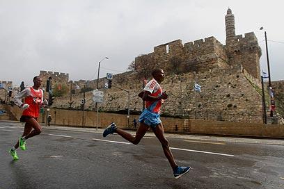 15 אלף משתתפים מ-50 מדינות. מרתון ירושלים, הבוקר (צילום: גיל יוחנן) (צילום: גיל יוחנן)