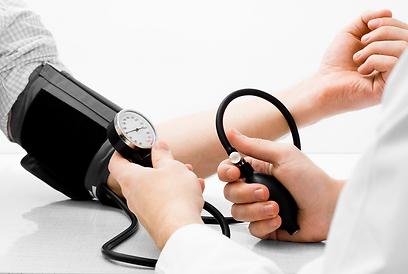 צריכה רבה מדי של נתרן עלולה להוביל ליתר לחץ דם (צילום: shutterstock) (צילום: shutterstock)