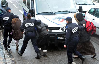 """""""היה ליורה מעצור בנשק והוא חזר עם נשק אחר"""" (צילום: AFP) (צילום: AFP)"""
