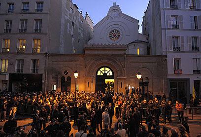 """בית הכנסת """"נצרת"""" בפריז, הערב (צילום: AFP) (צילום: AFP)"""