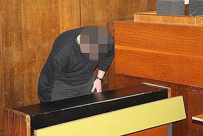 הצעיר הדוקר, הבוקר בבית המשפט (צילום: מוטי קמחי) (צילום: מוטי קמחי)