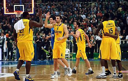 ככה נראת חבורה מנצחת. משחק אדיר (צילום: AFP) (צילום: AFP)