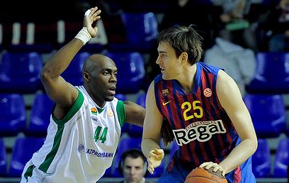 ארזם לורבק. גם ברצלונה עשתה הכל נכון (צילום: AFP) (צילום: AFP)
