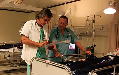 """ד""""ר אנדרה וייסמן במרפאת הגמילה. חוסך את הסבל  ()"""