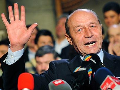 הנשיא בססקו תמך בקיצוצים, ולכן התמיכה בו ירדה באופן ניכר (צילום: AFP) (צילום: AFP)