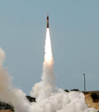 Arrow missile test (archives)