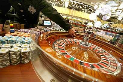 המהמר מאמין כי בזכייה אחת גדולה יוכל להתעשר (צילום: איי אף פי) (צילום: איי אף פי)