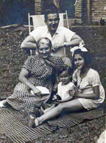 """רותקה לסקר, בתמונה עם משפחתה. ידעה שהסוף קרוב ( """"דפי רותקה""""  בהוצאת יד ושם) ("""