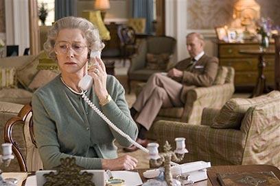"""הלן מירן כמלכה אליזבת' ב""""המלכה"""" ()"""
