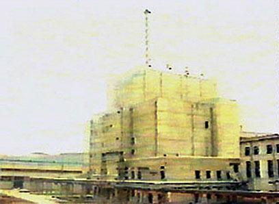 בצ' קוריאה כבר הרסו את מגדל הקירור ואז שבו לגרעין. יונגביון (צילום: איי אף פי) (צילום: איי אף פי)