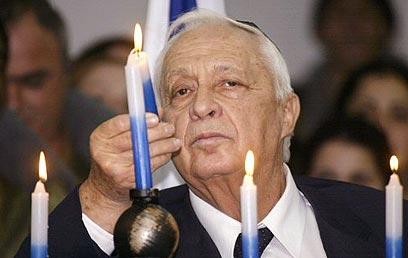Ariel Sharon at a 2005 Hanukkah ceremony (Photo: AFP)