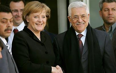Merkel and Abbas (file photo) (Photo: AP)