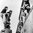 מפגש ראשון בין ילדי טהרן לילדי ארץ-ישראל. תחנת הרכבת ברחובות, 1943