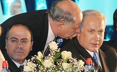 נתניהו עם השרים מיכאל איתן וסילבן שלום, ארכיון (צילום: אלי אלרגט) (צילום: אלי אלרגט)