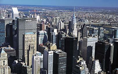 """ניו יורק. """"משבר כלכלי? הכל פיקציה, תאמין לי"""" (צילום: ויז'ואל/פוטוס) (צילום: ויז'ואל/פוטוס)"""