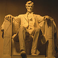 פסלו של אברהם לינקולן