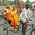 נשים הינדיות על ריקשה, אוטר פרדש