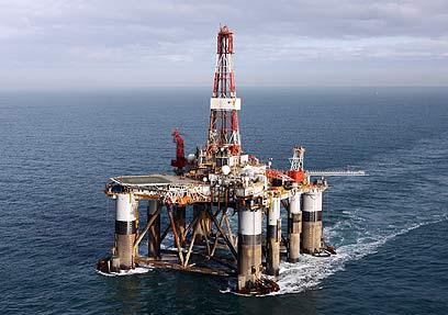 מי גוזר קופון? חברות הנפט (צילום: AP) (צילום: AP)