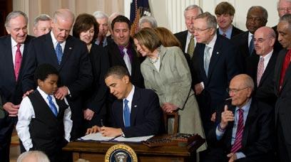 אובמה חותם על החוק, לפני שנתיים (צילום: AFP) (צילום: AFP)
