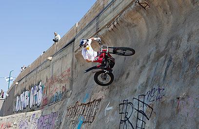 """""""ציבור הרוכבים ממשיך לשאת בנטל כבד"""" (צילום: רונן טופלברג) (צילום: רונן טופלברג)"""