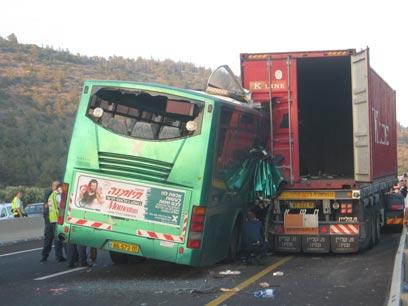תאונת האוטובוס במאי 2010 (צילום: מוחמד שינאווי) (צילום: מוחמד שינאווי)