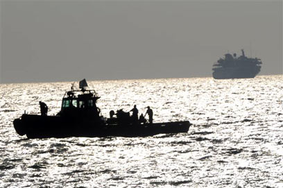 חיל הים מול האונייה מרמרה ב-2010 (צילום: אבי רוקח) (צילום: אבי רוקח)