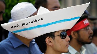 הפגנה נגד ישראל בימי המשט לעזה (צילום: רויטרס) (צילום: רויטרס)