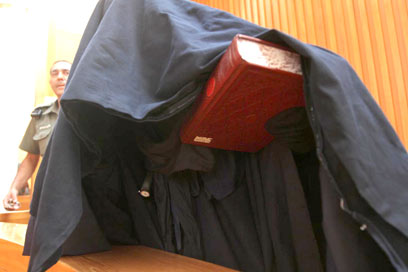 מה מסתתר מתחת למעטפת הצניעות הגדולה? אמא טאליבן (צילום: גיל יוחנן ) (צילום: גיל יוחנן )