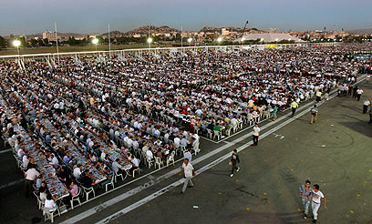 Iftar evening meals a major social affair during Ramadan. This one was the largest ever held in Turkey's Capital (Photo: Reuters)