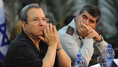 Former prime minister Ehud Barak and Former chief of staff Gabi Ashkenazi (Photo: Dudu Azulay)