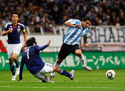 טבס במדי נבחרת ארגנטינה ב-2010. קשה להאמין שיחזור (צילום: רויטרס)