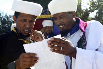 מנהגים ותרבות אחרת. קייסים אתיופים (צילום: אוהד צוינגברג)