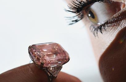 אין דבר חזק מהאפקט שמעניק יהלום גדול (צילום: AFP) (צילום: AFP)