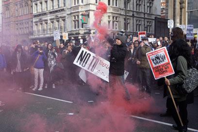 זעם בלונדון: שכר הלימוד מזנק פי 3 (צילום: AP) (צילום: AP)
