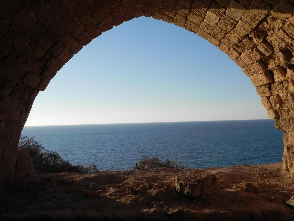 העתיקות במבצר אפולוניה (צילום: זיו ריינשטיין)