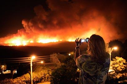 ארבעה ימים של אש בשריפה הקשה בתולדות המדינה (צילום: AFP) (צילום: AFP)