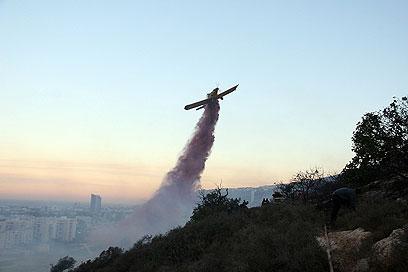 """""""אובמה שאל דבר ראשון על מטוסי הכיבוי"""" (צילום: אריק ניסימוב, כבאות והצלה) (צילום: אריק ניסימוב, כבאות והצלה)"""