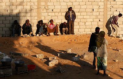מבקשי מקלט בסיני, בדרך לישראל (צילום: רויטרס) (צילום: רויטרס)
