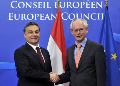 ראש ממשלת הונגריה, ויקטור אורבן (משמאל), עם נשיא האיחוד האירופי. הממשלה גינתה (צילום: AFP) (צילום: AFP)