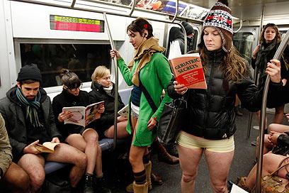 יום בלי מכנסיים - התחתית של מנהטן (צילום: רויטרס) (צילום: רויטרס)
