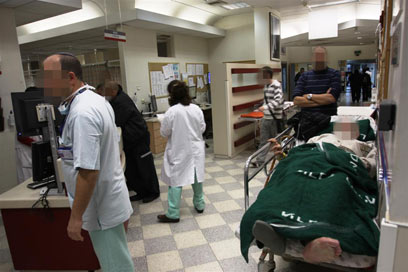 עמוס במיון באסף הרופא  (צילום: אבי מועלם) (צילום: אבי מועלם)