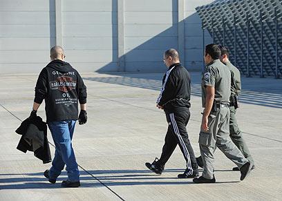 """מאיר אברג'יל מוסגר לארה""""ב (באדיבות מערך דובר משטרת ישראל) (באדיבות מערך דובר משטרת ישראל)"""