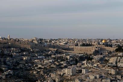 מתקשרת לחובזה. ירושלים (צילום: רויטרס)