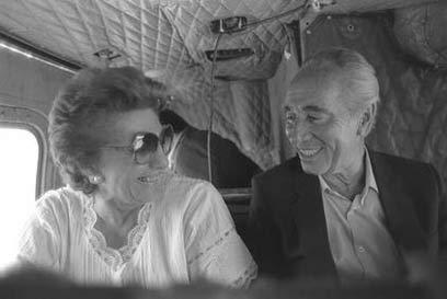 """החיוך של סוניה ושמעון פרס נמחק מהר באותו יום (צילום: הרמן חנניה, לע""""מ) (צילום: הרמן חנניה, לע"""