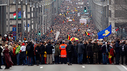 """""""רוצים פיתרון"""", הפגנה בבריסל בחודש ינואר (צילום: רויטרס) (צילום: רויטרס)"""