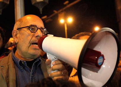 """אל-בראדעי בכיכר תחריר. עו""""ד דקדקן (צילום: רויטרס) (צילום: רויטרס)"""