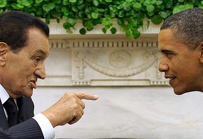 אובמה ומובארק. לא מיהר להתנער (צילום: AP) (צילום: AP)