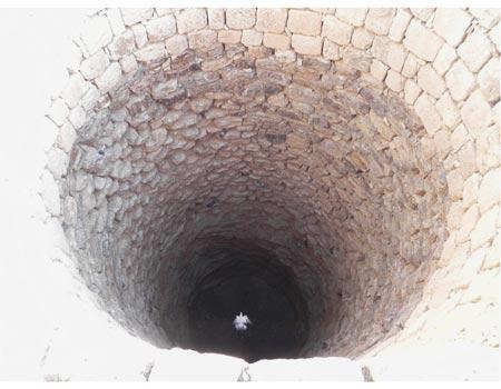 באר מים. שמשו ישובים מקדמת דנא (צילום: זיו ריינשטיין) (צילום: זיו ריינשטיין)