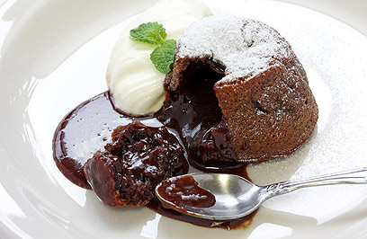 חוסו על  האורחים שלכם ושמרו אותו לחורף. פונדנט שוקולד (צילום: shutterstock)